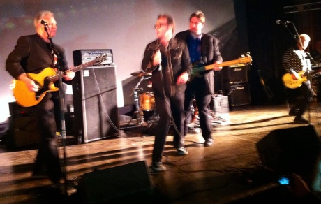 Guest star Tomcat Kenny sings with Hall of Fame inductee The Flashcubes at the 2014 Sammys ceremony.