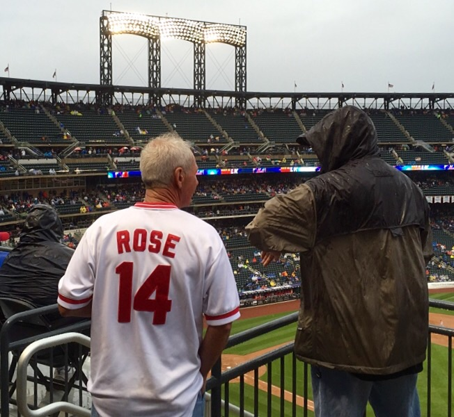 Reds fans love him even at the Mets' stadium.