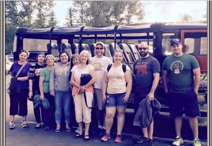 Outside the jeep: Dacia, Kimi, Jana, Stormy, Lynne, Karen, Mark, Elisabeth, Drew and George. (Photo by a fellow passenger)