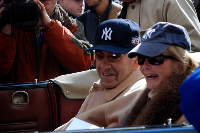 Yogi Berra and his wife, Carmine, parading in 2009. (Photo by Tom Honan)