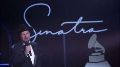 Garth Brooks, cat in his hat. (Getty Images)